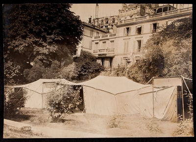 Tents at 21 rue Raynouard with the house in the background